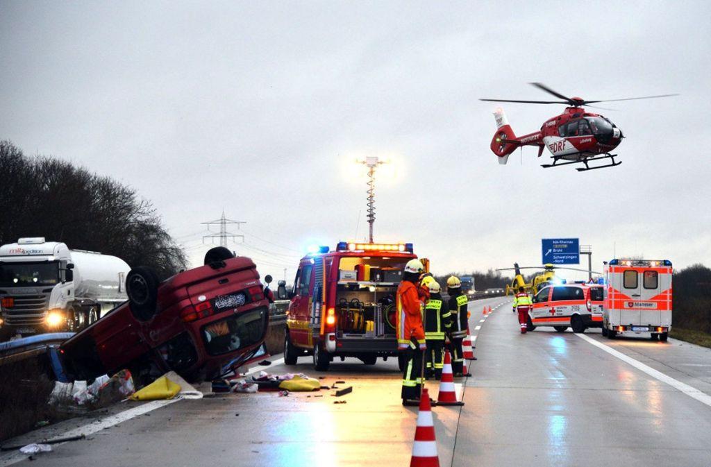 In Mannheim hat sich ein Unfall ereignet. Auch ein Hubschrauber war im Einsatz. Foto: dpa