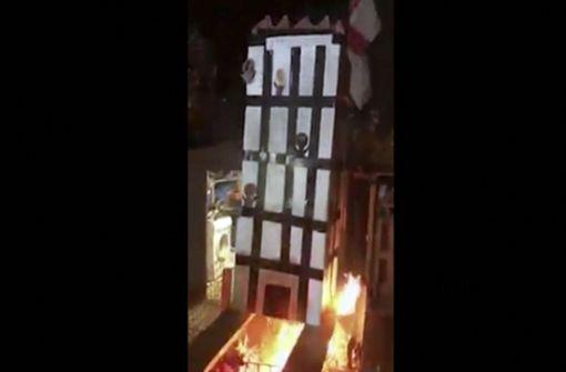 Video von brennendem Grenfell-Tower-Modell erschüttert Briten