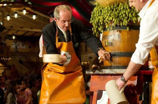 Intellekt trifft Bier: Volkstümliches ist Schuster eher fremd gewesen. Foto: dpa