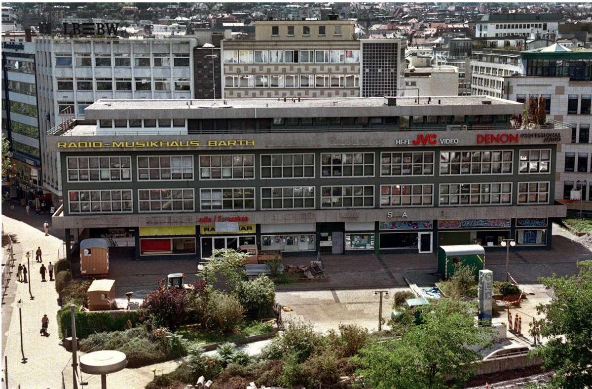 Radio Barth ist  1966 am Rotebühlplatz erbaut worden. 1995 meldete das Musikhaus Insolvenz an, und  im Jahr 2000 wurde das Gebäude  abgerissen. Foto: Michael Steinert