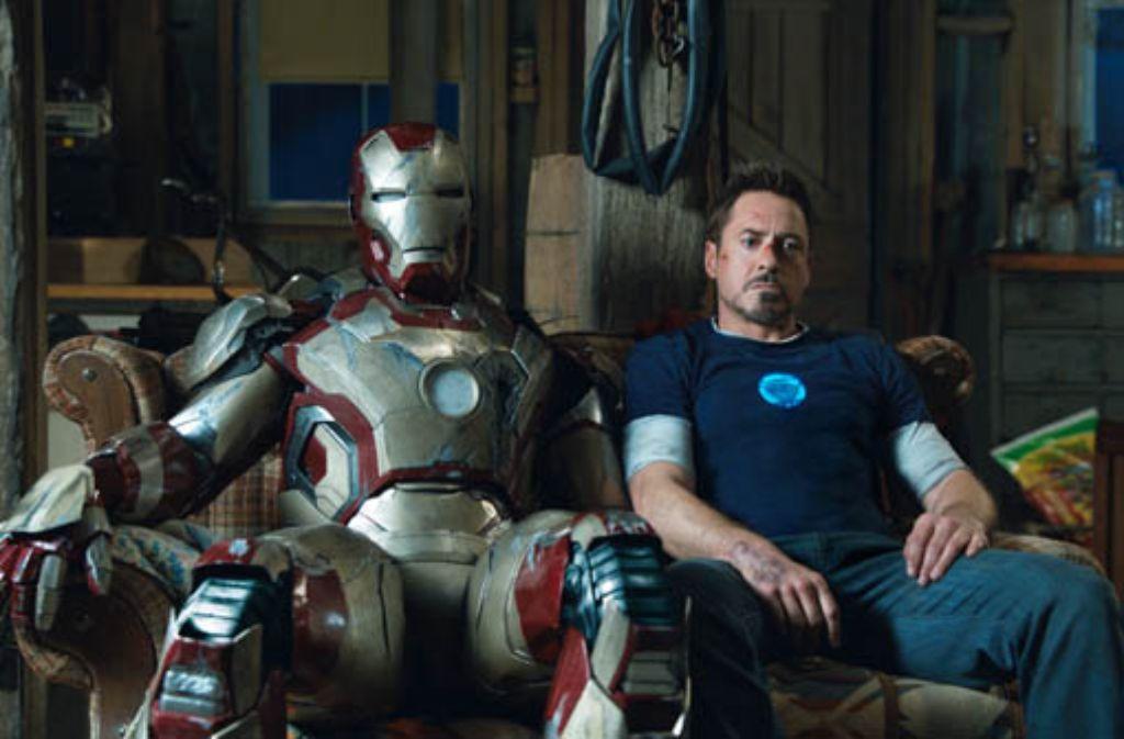 Die Comic-Version des Exoskeletts: Iron Man (im Hollywood-Film verkörpert durch Robert Downey Jr., rechts), inspirierte die US-Navy. Foto: AP