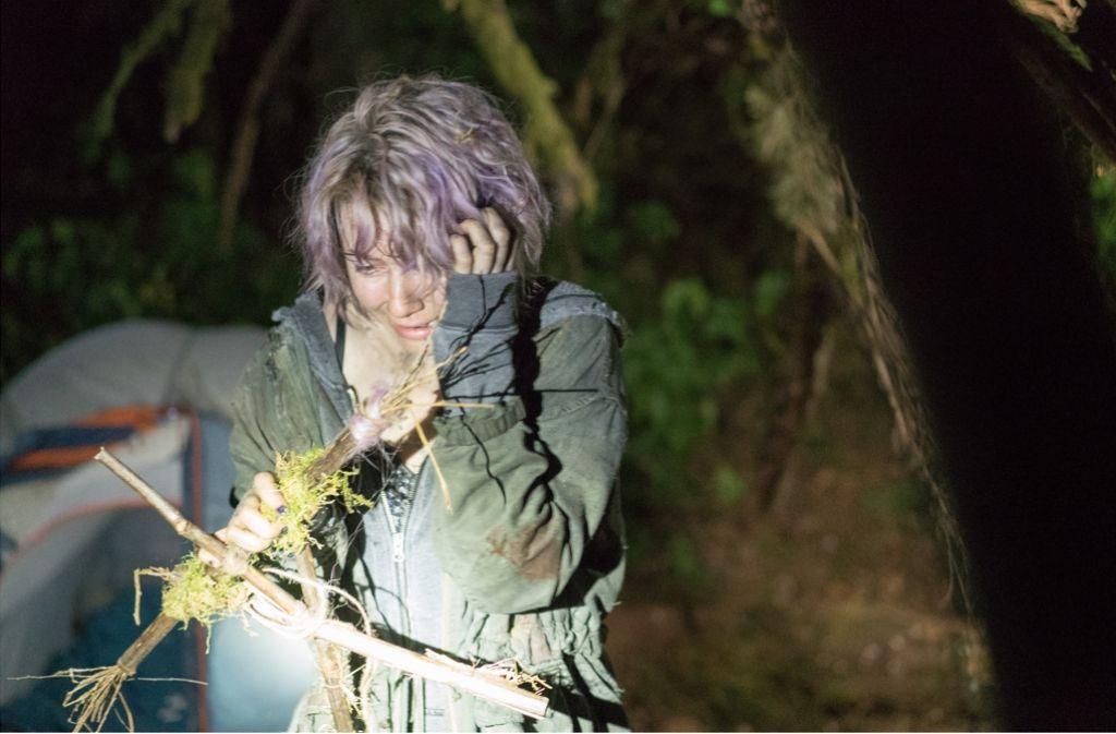 """Das hat nicht der Förster gebastelt: Tamara (Valorie Curry) findet in """"Blair Witch"""" einen Hexengruß. Foto: Studiocanal"""