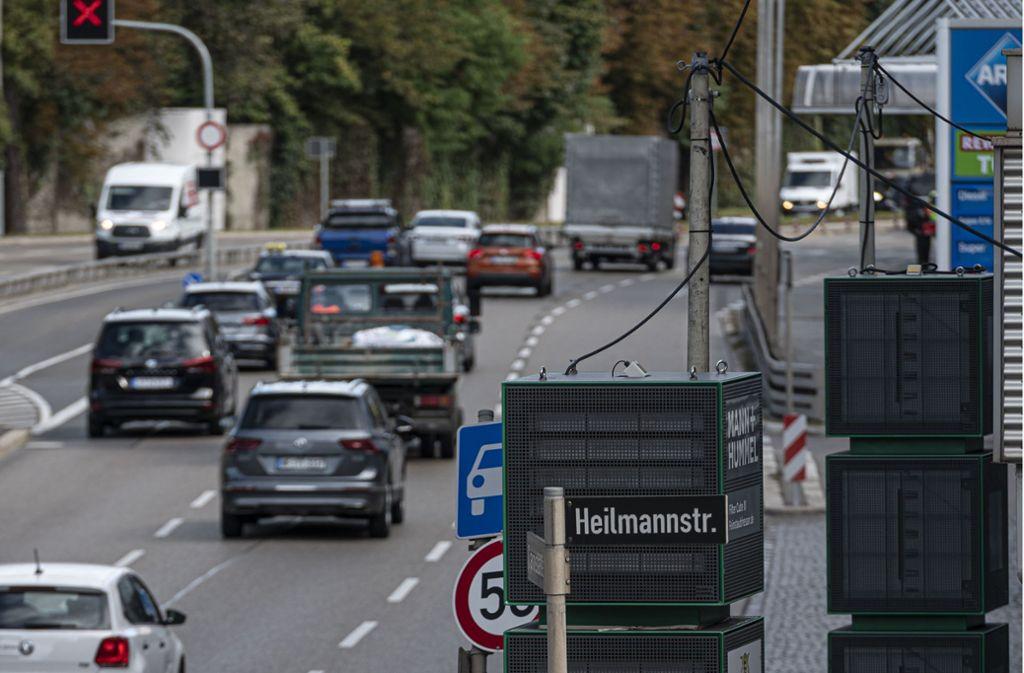 Am Neckartor helfen Fiter seit einigen Monaten, die Luft sauberer zu halten, außerdem gibt es entlang der Meßstation eine Busspur. Foto: Lichtgut/Leif Piechowski