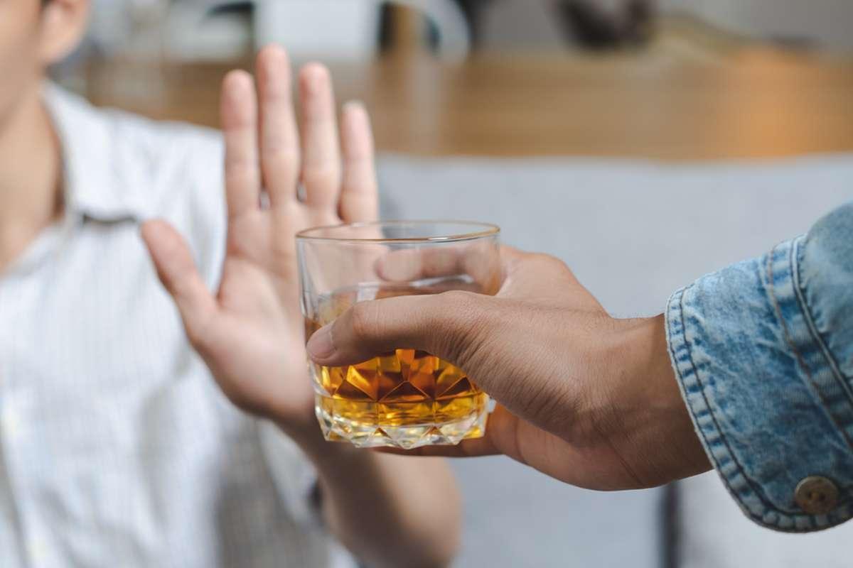 Ist Alkohol nach der Impfung tabu? Foto: Pormezz / shutterstock.com