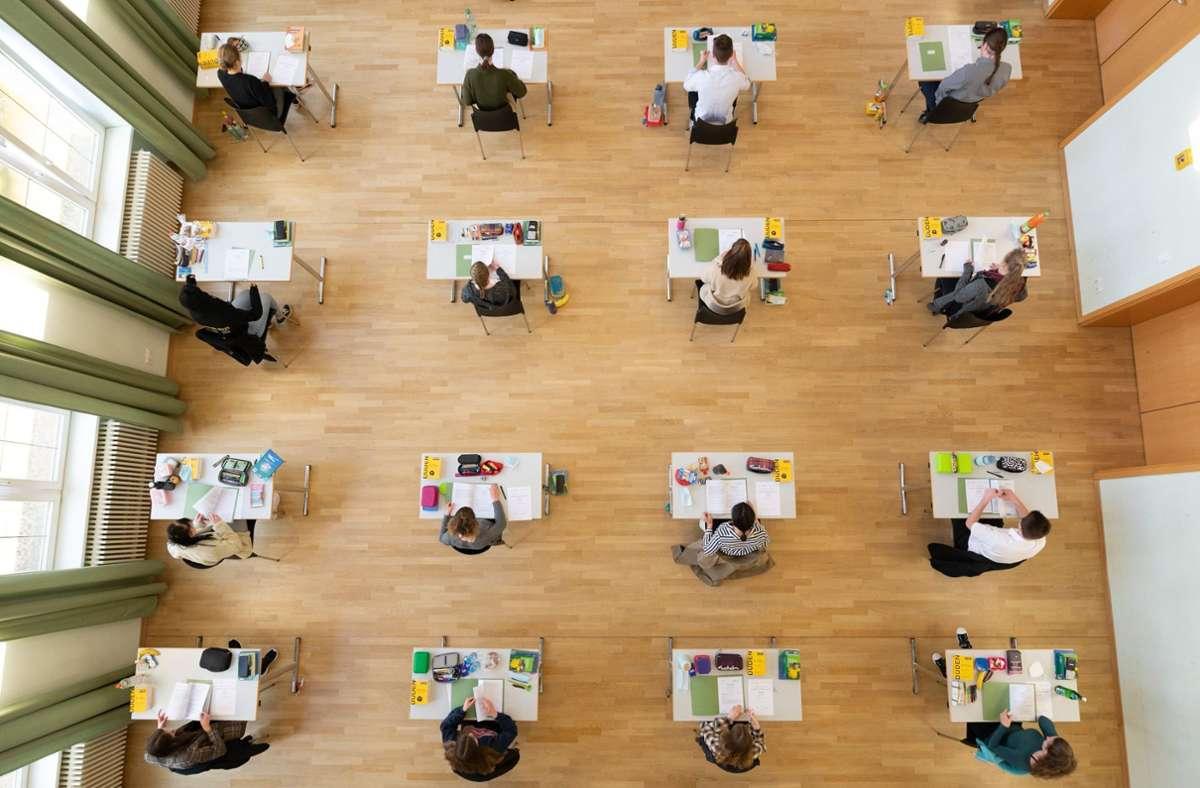 Der Prüfungsmarathon dauert von diesem Dienstag (4. Mai) bis zum 20. Mai beziehungsweise 21. Mai an beruflichen Gymnasien (Symbolbild). Foto: dpa/Sebastian Kahnert