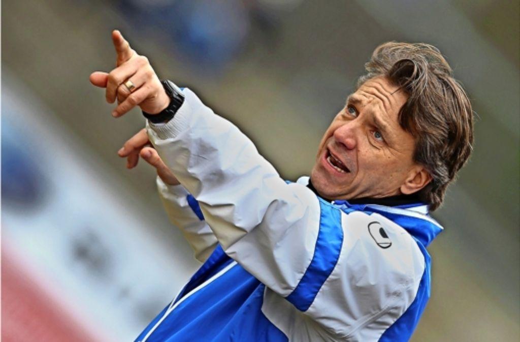 Die Stuttgarter Kickers um Trainer Horst Steffen verlieren mit 1:4 beim VfL Osnabrück.  Foto: Pressefoto Baumann