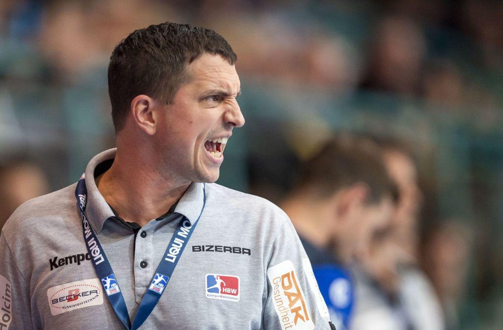 Balingens Trainer Jens Bürkle ist am Ende froh über den Punkt. Foto: dpa/David Inderlied