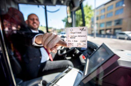 Busbranche protestiert mit Bus-Korso
