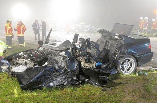Zwei Tote und vier Verletzte bei Unfall