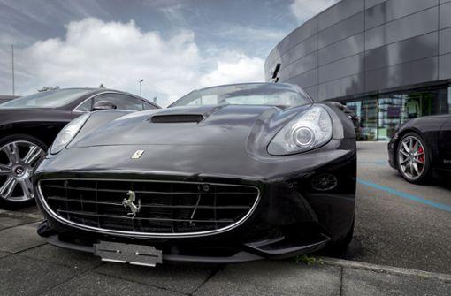 Polizei beschlagnahmt Ferrari und Porsche mit Stuttgarter Zulassung
