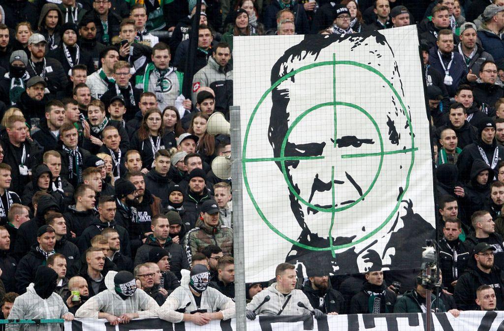 Ein harter Kern der Fanszene sagt: Dietmar Hopp hat sich den Erfolg von Hoffenheim erkauft. Foto: dpa/Roland Weihrauch
