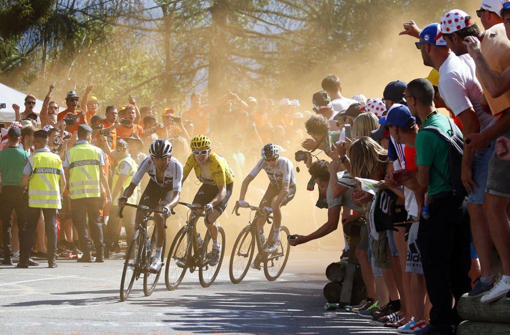 Die Bergetappen sind für die Fans ein Spektakel – für die Fahrer eine Qual Foto: AP
