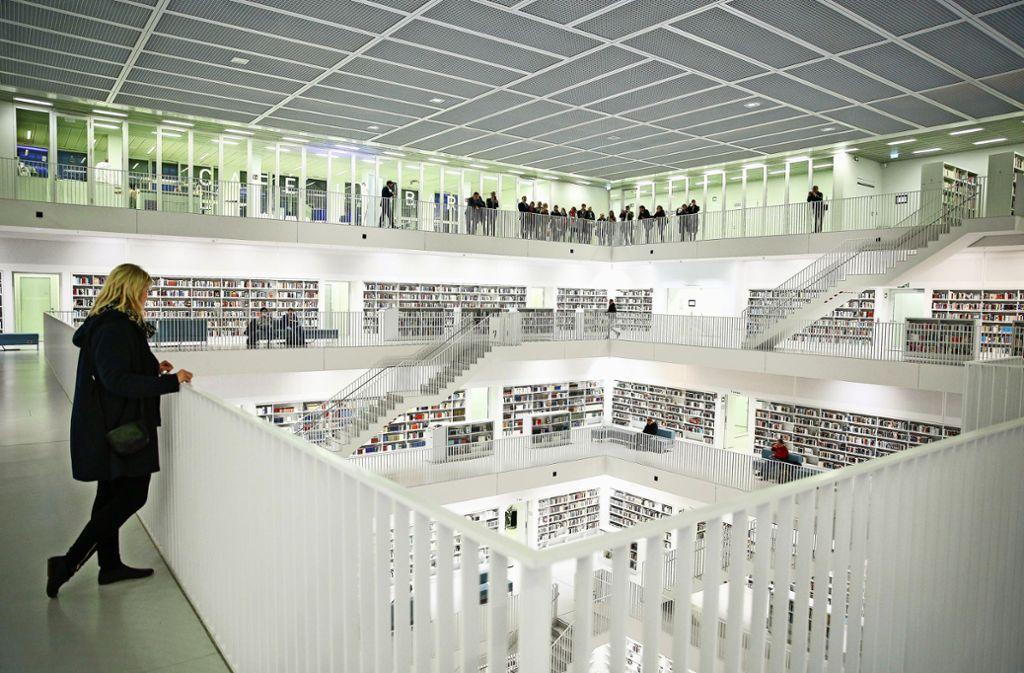 Imposant und immer einen Besuch wert: Die  Stuttgarter Stadtbibliothek am Mailänder Platz Foto: Lichtgut/Leif Piechowski