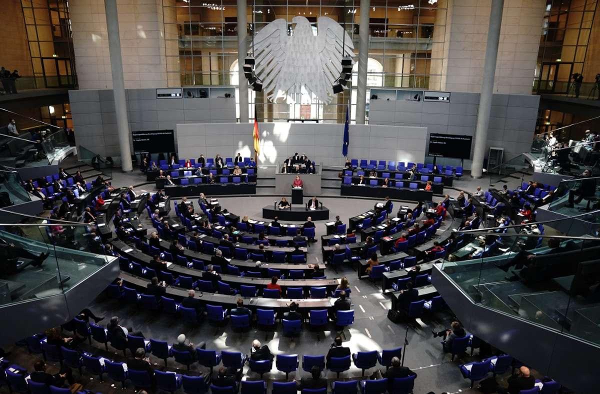 Wolfgang Schäuble musste wegen vielen Zwischenrufe von der AfD bei der Regierungserklärung von Angela Merkel einschreiten. Foto: dpa/Kay Nietfeld