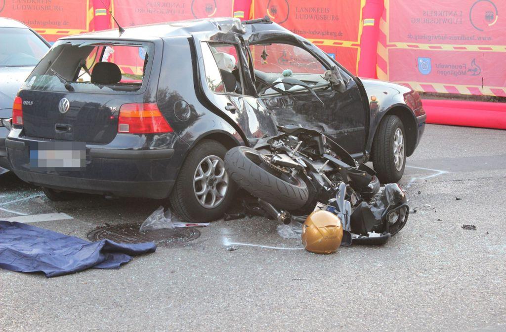 Die Polizei meldet einen tödlichen Verkehrsunfall in Tamm bei Ludwigsburg. Foto: SDMG