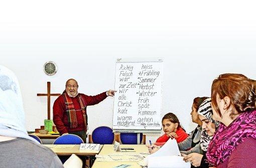 Riyadh el Arif  gibt auch  in anderen Kommunen Deutschunterricht für Flüchtlinge. Foto: factum/Bach