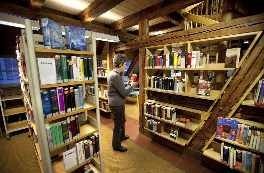 Die Stadtbücherei soll im Bebenhäuser Pfleghof bleiben. Foto: Horst Rudel/Archiv