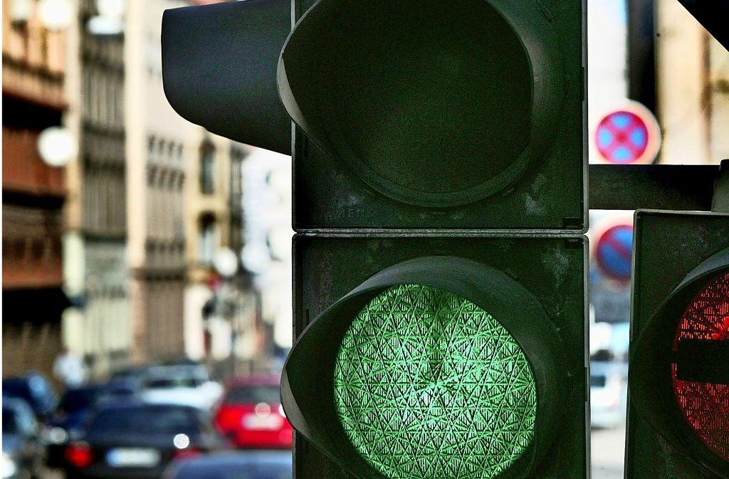 Grün für die Feuerwehr, perfekte grüne Wellen für Autofahrer – Hersteller, Experten  und die Stadt setzen große Hoffnungen in  intelligente Ampeln. Foto: Archiv/Zweygarth