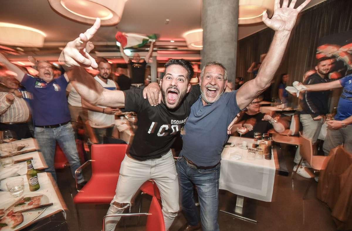 So sehen Sieger aus: Im Ristorante La Commedia wird gefeiert. Foto: Lichtgut/Ferdinando Iannone