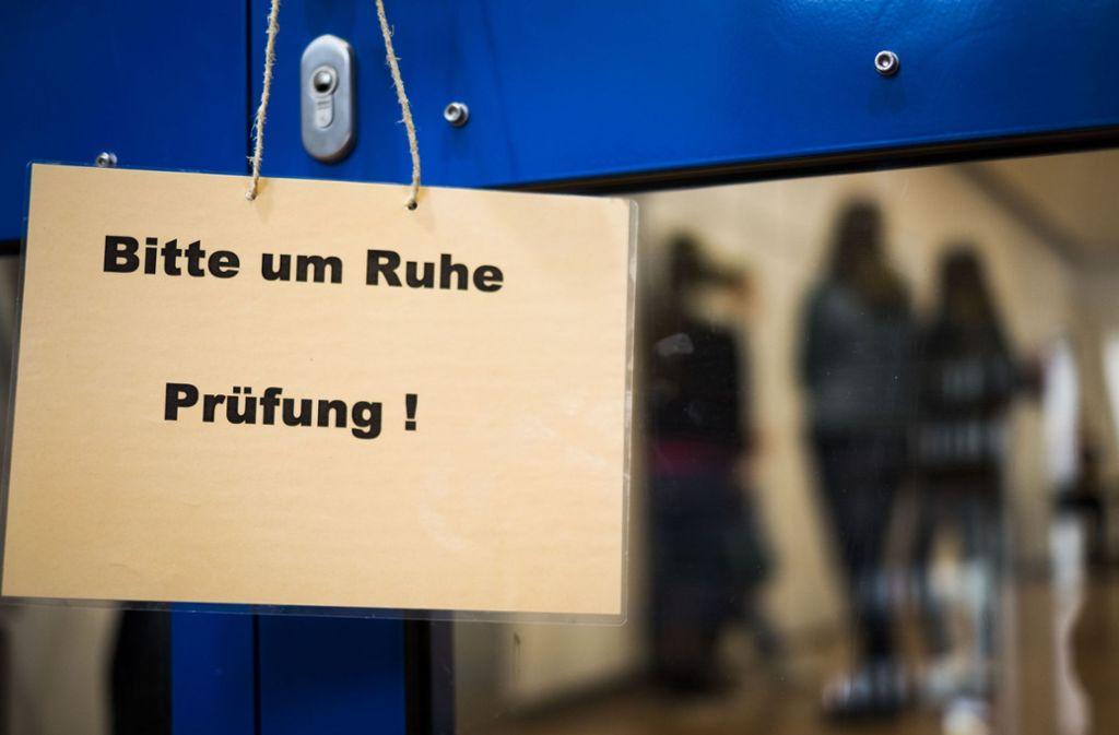 Unter den Realschülern ist der Ärger ob der verschobenen Prüfung groß (Symbolbild). Foto: Lichtgut/Max Kovalenko