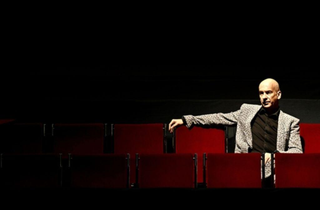 Im Theater:  der Regisseur Volker Lösch an seinem Arbeitsplatz. Foto: dpa