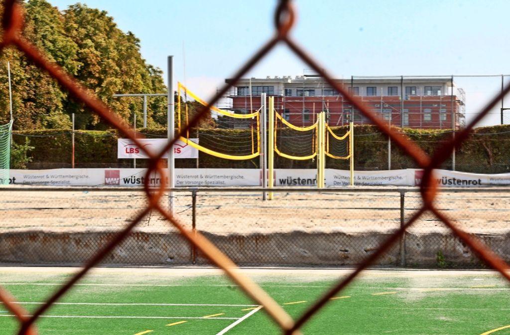 Schulgebäude statt Beachvolleyball-Feld? Im Rathaus puzzelt man derzeit mit Flächen im Sportpark Ost. Foto: factum/Granville