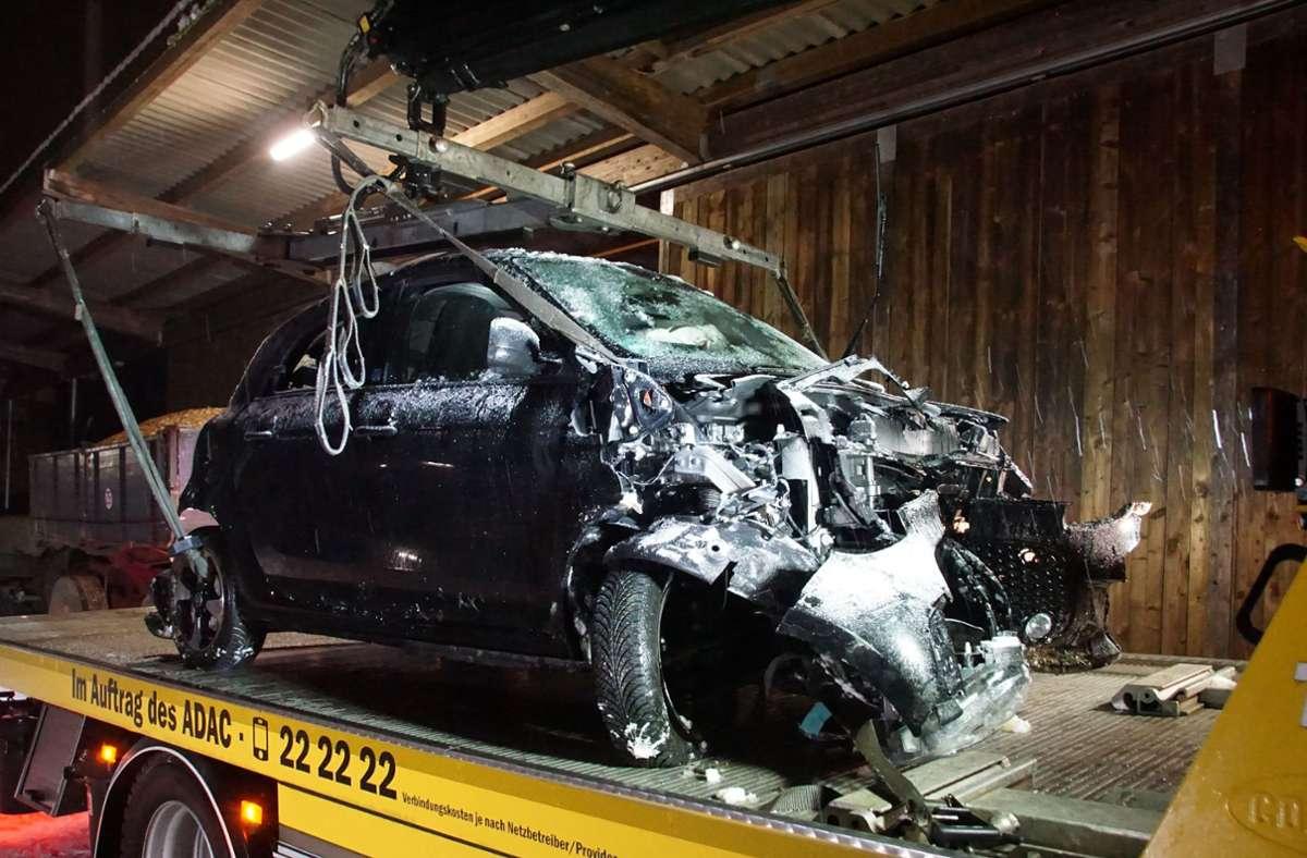 Das Auto der 18 Jährigen wurde so schwer beschädigt, dass es abgeschleppt werden musste. Foto: SDMG/Boehmler