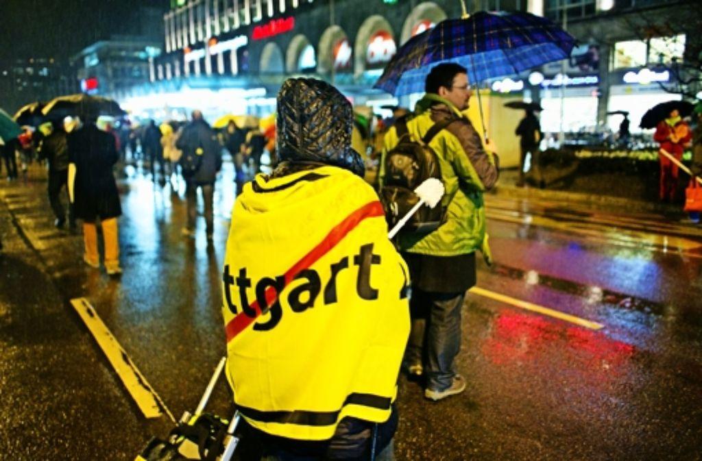 Nicht alle S-21-Gegner sind mit der Form des Protests einverstanden. Einige Eindrücke von der jüngsten Montagsdemo am 13. Januar zeigen wir in der Fotostrecke. Foto: Horst Rudel