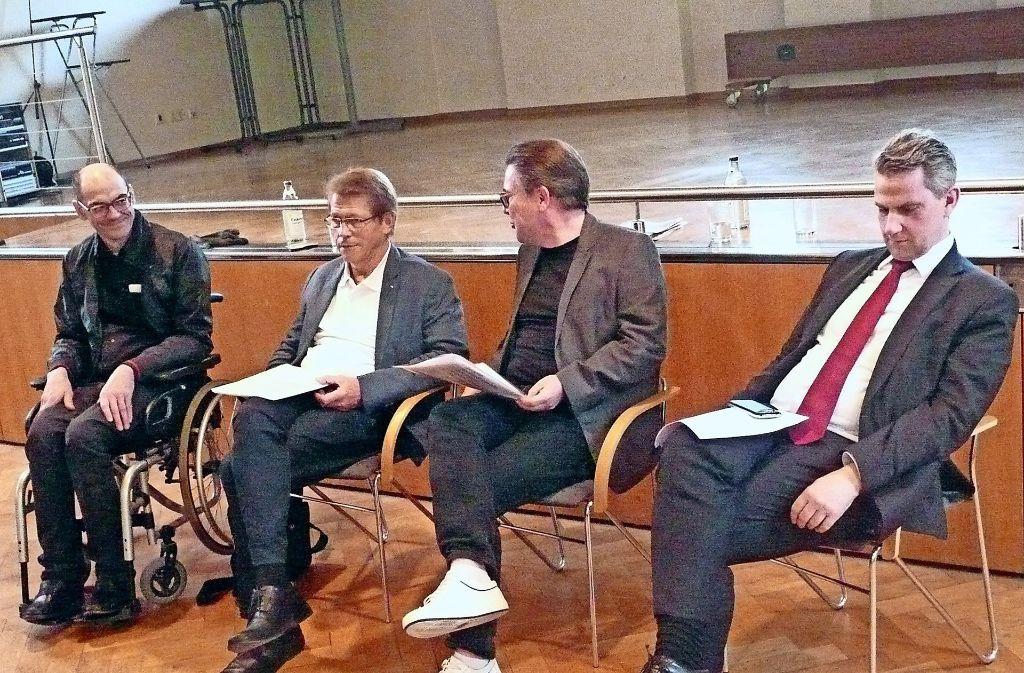 Kontroverse Ansichten: Philipp  Hill, Rolf Gaßmann, Hans-Jürgen  Simacher und  Ulrich Wecker (von links) Foto: Christoph Kutzer