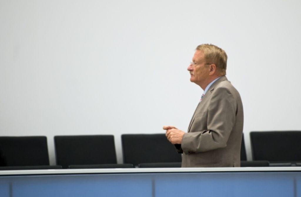 Der Ausschussvorsitzende Wolfgang Drexler (SPD) ist sauer auf Innenminister Reinhold Gall. Foto: dpa