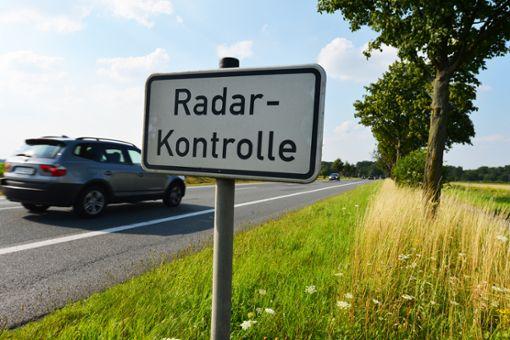 Wer zu schnell fährt, riskiert einen Punkt in Flensburg.