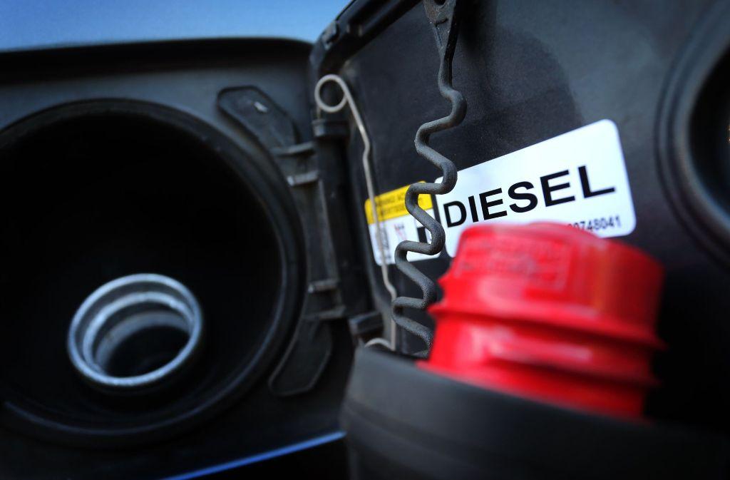 Dieselmotoren, die schlechter als die Euro-6-Norm sind, sollen die Blaue Plakette nicht erhalten. Foto: dpa