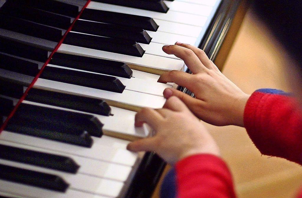 Immer mehr Schüler wollen bei der Musikschule Ostfildern ein Instrument erlernen. Foto: dpa