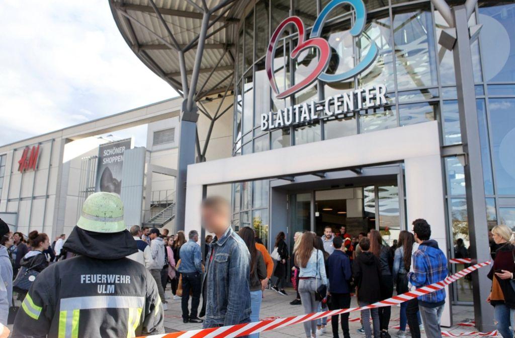 Zahlreiche Jugendliche sind am Sonntagnachmittag in dem Ulmer Einkaufszentrum ausgerastet. Foto: dpa