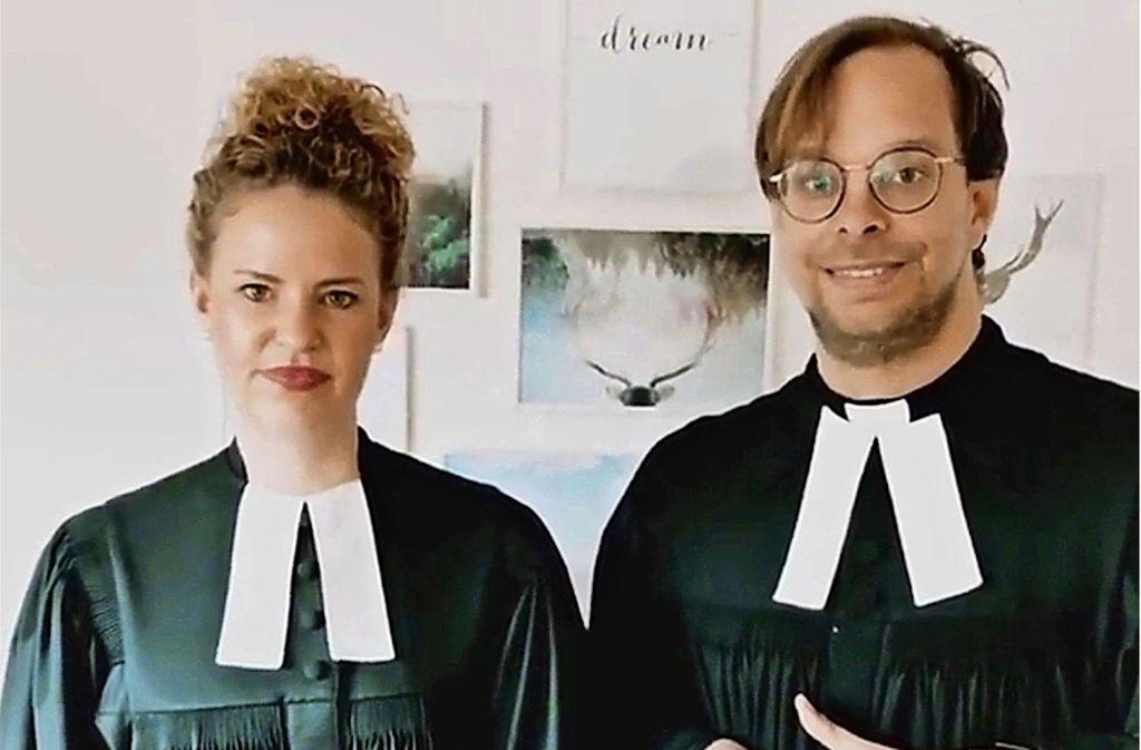 Der Pfarrer Nicolai Opifanti und seine Kollegin Sarah Schindler haben am vergangenen Sonntag via Smartphone auf Instagram gepredigt. Foto: Eileen Breuer