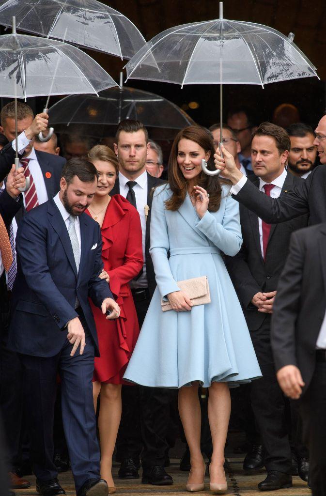 Das Wetter zeigt sich launenhaft – Kates Laune scheint das keinen Abbruch zu tun. Foto: Getty Images Europe