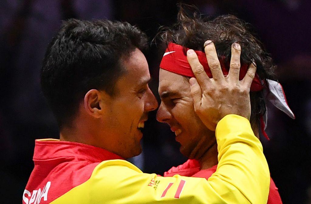 Roberto Bautista Agut (links) und Rafael Nadal haben mit Spanien den Davis Cup gewonnen. Foto: AFP/GABRIEL BOUYS