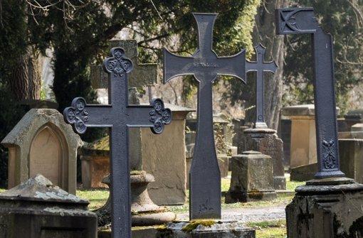 16. Juni: Diebe auf Friedhof unterwegs
