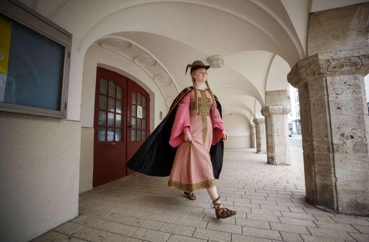 Rosa Wielandt im Gewand von Luitgard, der Pfalzgräfin von Calw Foto: Gottfried Stoppel