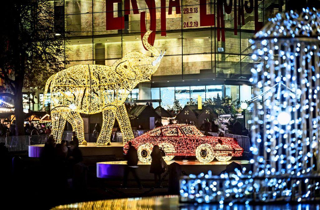 Auch in diesem Jahr werden wieder Lichtskulpturen für touristische Höhepunkte Stuttgarts werben. Foto: Lichtgut/Achim Zweygarth