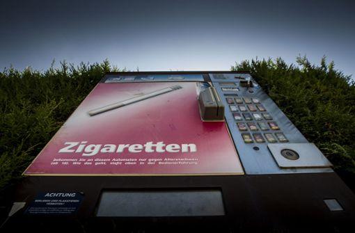 Diebe reißen Automaten aus Wänden