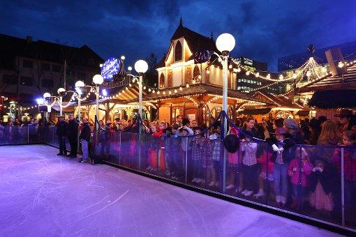Eisbahn auf dem Schlossplatz eröffnet