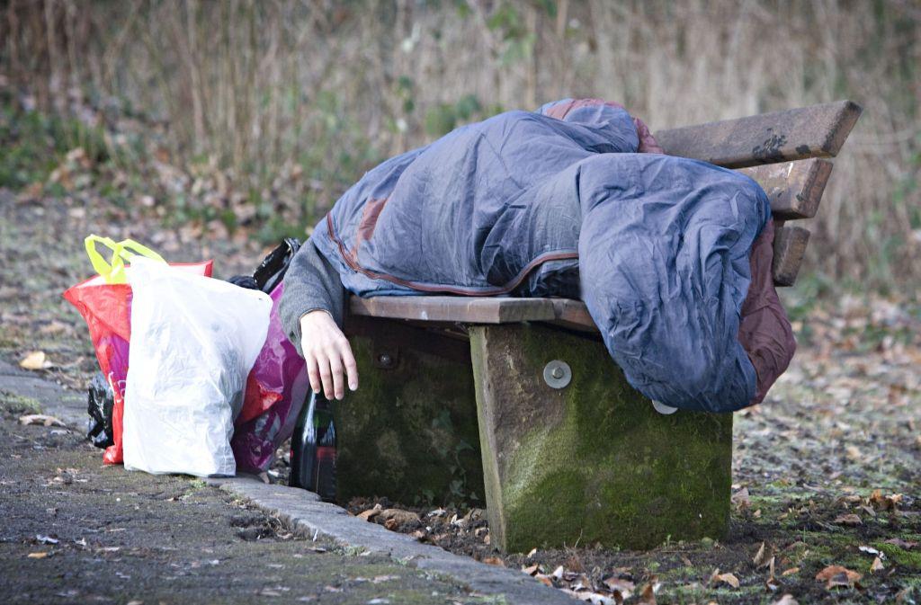 Viele Fellbacher wollen einem Mann, der im Freien lebt, helfen. Doch was, wenn der Nichtsesshafte sich nicht helfen lassen will? (Gestelltes Symbolbild) Foto: dpa