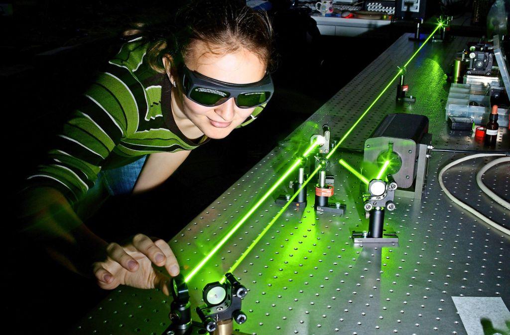 Die Schüler sollen auch tiefere Einblicke in die Physik bekommen – etwa in die Quantenoptik. Foto: lightpoet/Adobe Stock