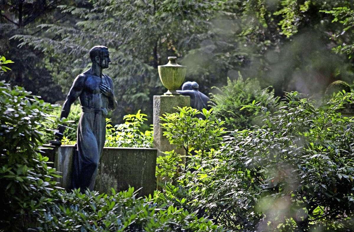 Waldfriedhof Stuttgart – Trauerrituale kommen während der Pandemie oft zu kurz. Foto: imago