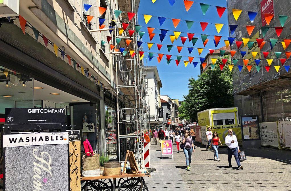 Der Laden Ascawo (li.) an der Hirschstraße  fühlt    sich von der Stadt im Stich gelassen. Foto: Martin Haar