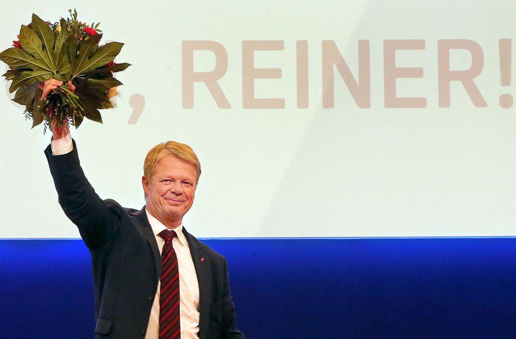 Große Glücksgefühle strahlt Reiner Hoffmann nach seiner Wiederwahl nicht aus. Foto: dpa