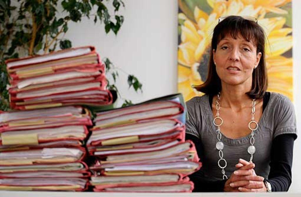 Ihre Strenge orientiert sich am Wohl des Kindes: Die Berliner Jugendrichterin Kirsten Heisig hat beschleunigte Verfahren für junge Straftäter durchgesetzt. Und sie hält einen kurzen Draht zu Lehrern, Polizisten und Sozialarbeitern. Foto: ddp