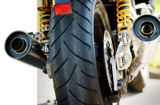 Mit über 200 km/h auf der Landstraße – Polizei ermittelt Motorradfahrer
