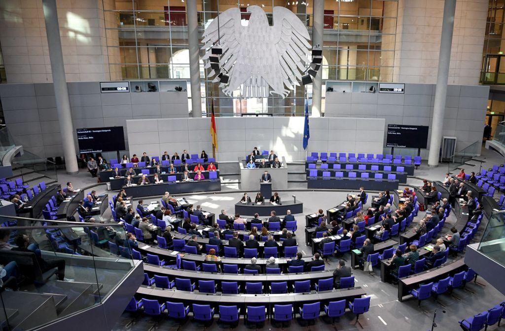 """Bundestag beschäftigt sich mit Nazi-Opfern. Angeblich """"Asoziale"""" und """"Berufskriminelle"""" wurden im Dritten Reich in Konzentrationslagern interniert. Foto: dpa/Britta Pedersen"""